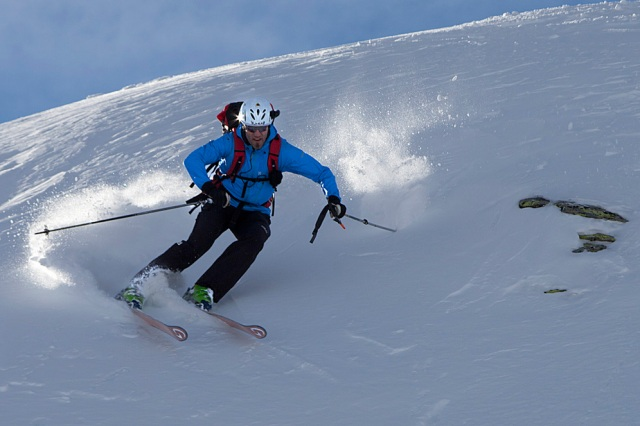 Grown friend Dr. Philipp Schneider demonstrating safe and efficient offpiste skiing for a group of the German Alpine Association - on an Outgrown in186cm